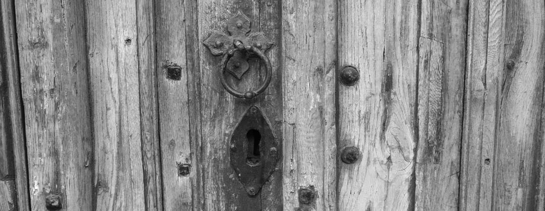 Privacy page -Lock on old door